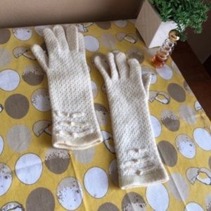 Vintage ivory women's knit gloves